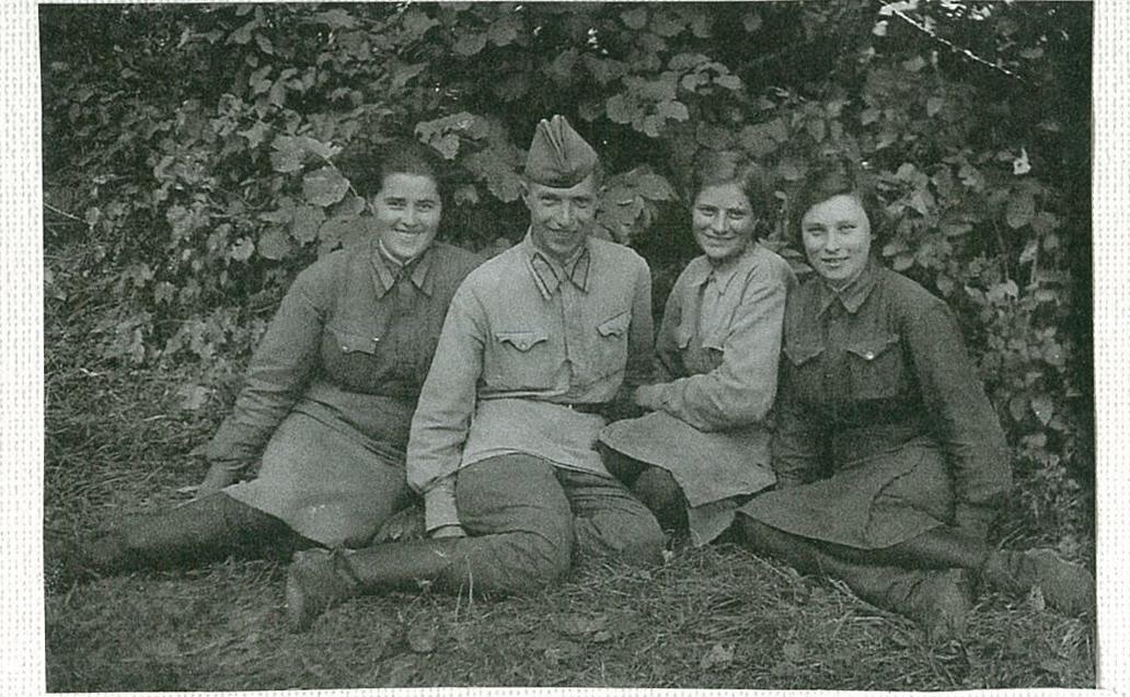 """Телефонист, телеграфист аппаратов """"Морзе"""" и СТ-45, 1942-1945 гг."""