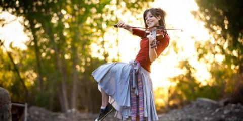 2-iskluchitelno-talentiranata-violinistka-lindzi-stirling-www.kafepauza.mk_