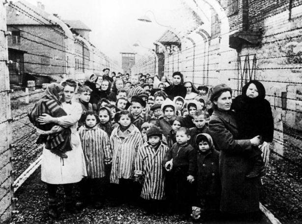 Освобожденные дети из концлагеря Освенцим