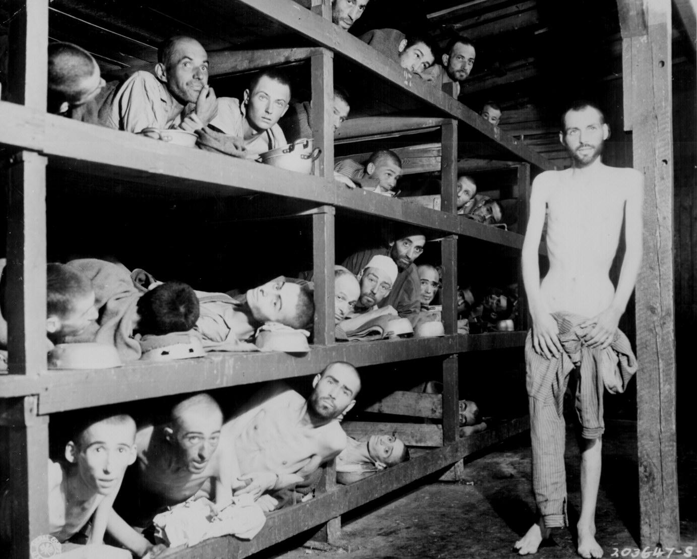 Узники Бухенвальда. Снимок сделан американским солдатом в апреле 1945 г.