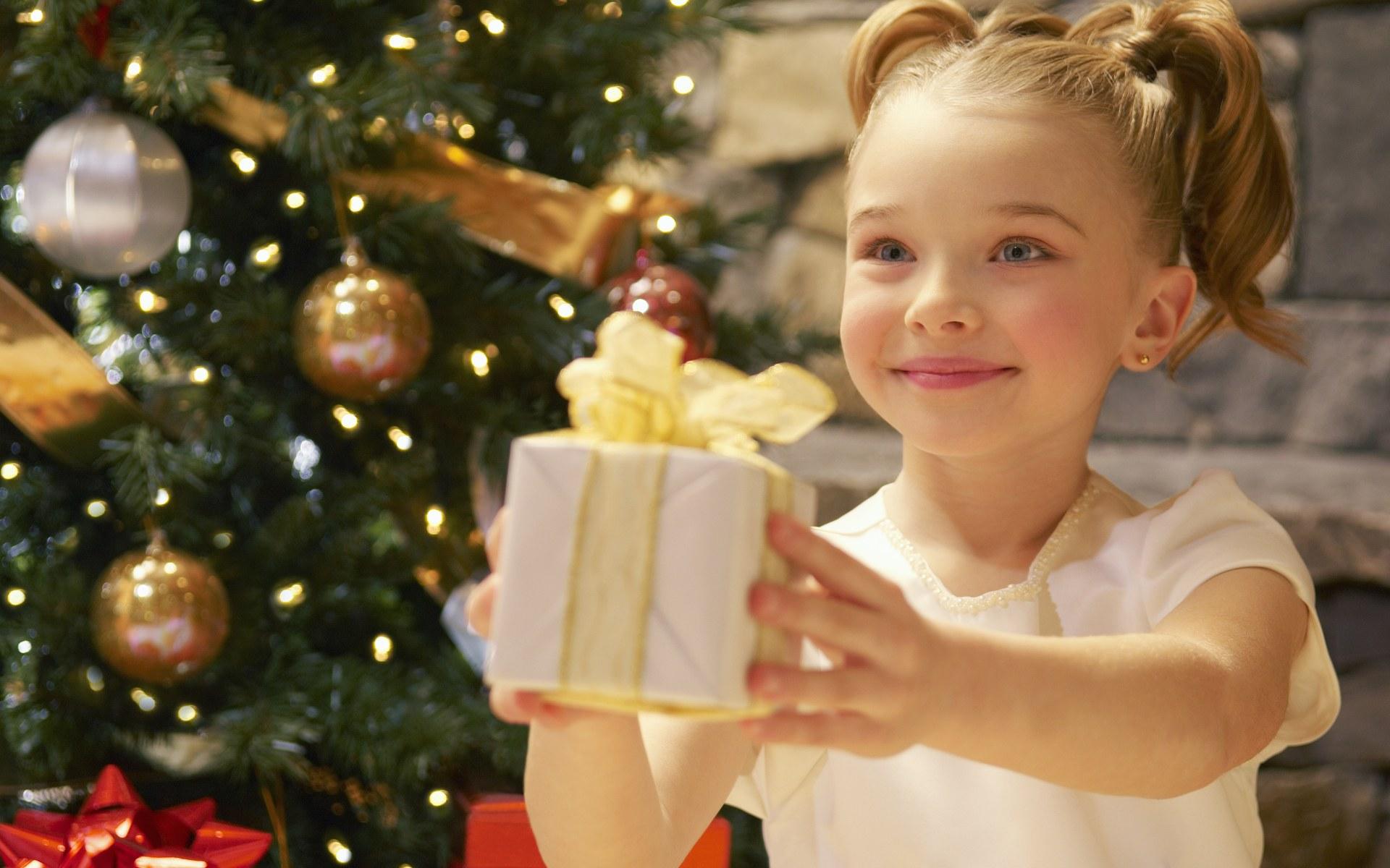 Что можно подарить на рождество маме своими
