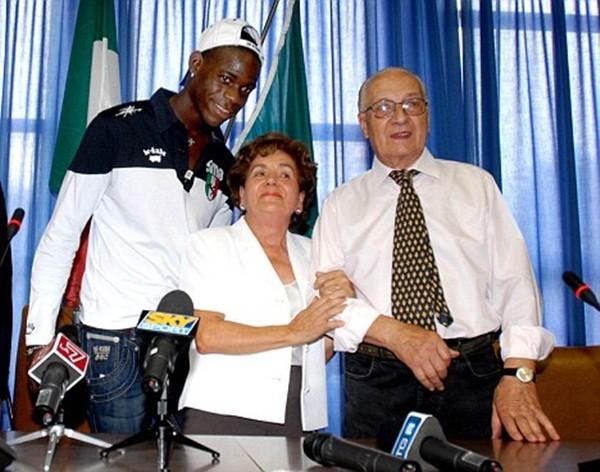 Марио Барвуа Балотелли с родителями