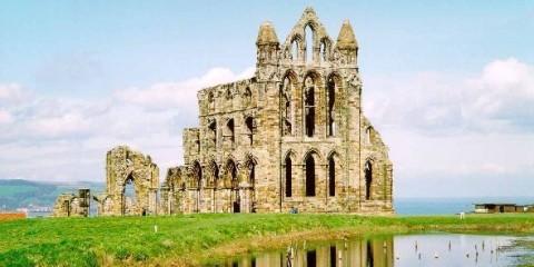 Развалины монастыря