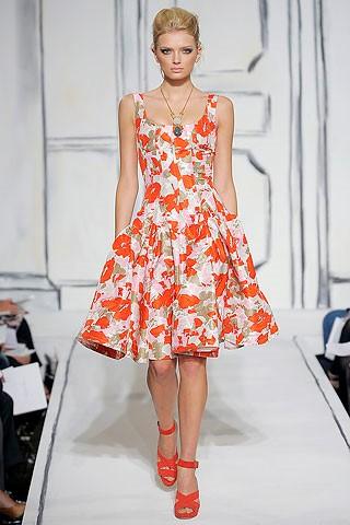 Платье отрезное по талии с юбкой солнце