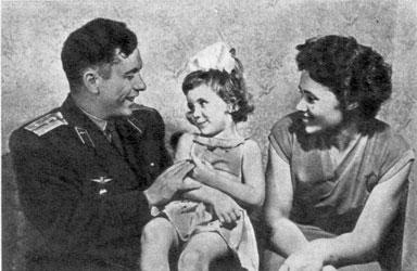 С мужем и дочерью Наташей