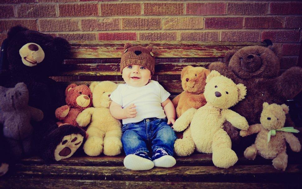 10220__boy-and-teddys-bear_p
