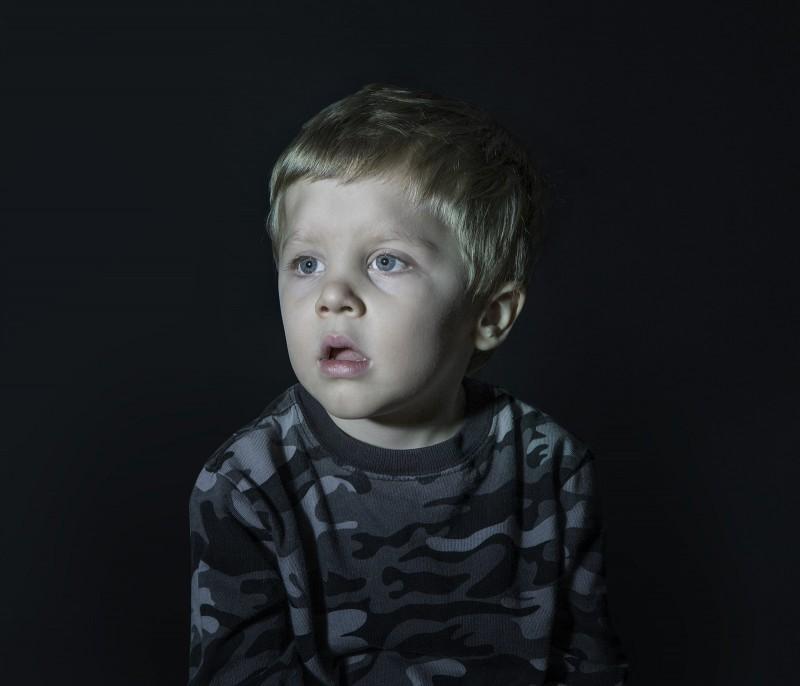 Посмотрите, что делает телевизор с вашим ребенком