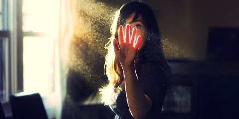 Girl-Sunlight-Rays-Dust-Particles-HD-Desktop-Wallpaper