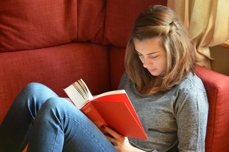 cute-girl-reading-book-sitting-sofa-hd-wallpaper