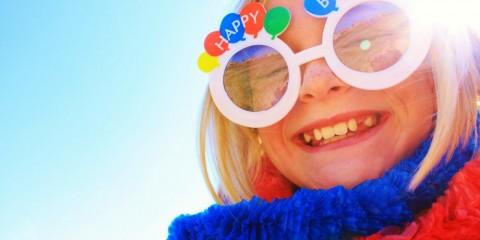 Holidays_Birthday_Girl_in_funny_glasses_on_birthda