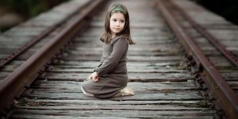 Sad-Little-Girl-Wallpaper-2