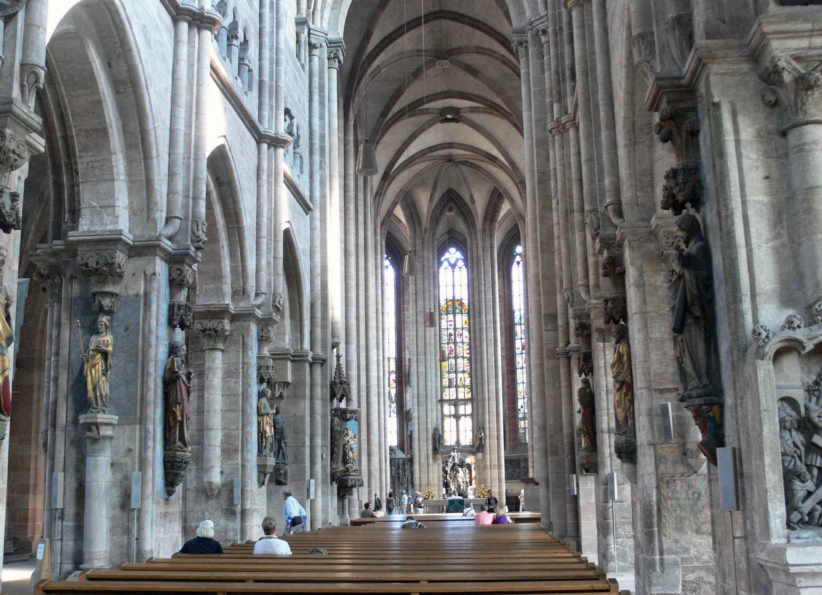 Nuremberg_-_St._Sebald_church_-_interior_25