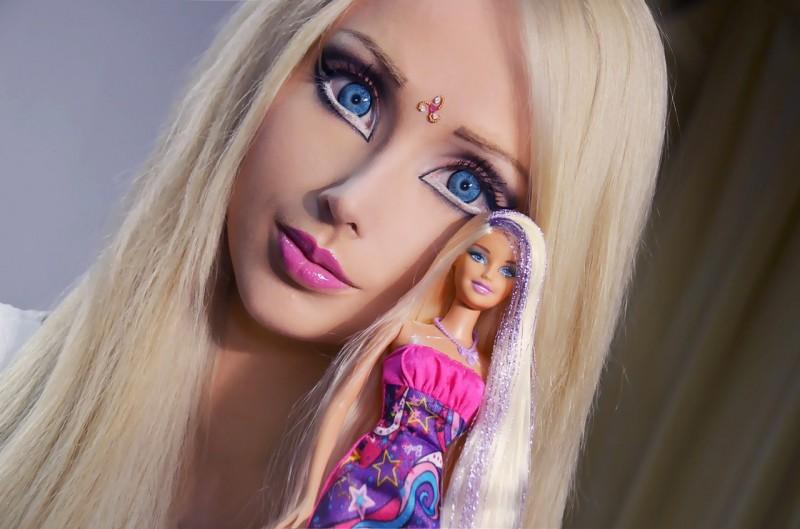 Это реально существующая девушка-барби из Одессы Валерия Лукьянова, чьей мечтой всегда было походить на знаменитую куклу
