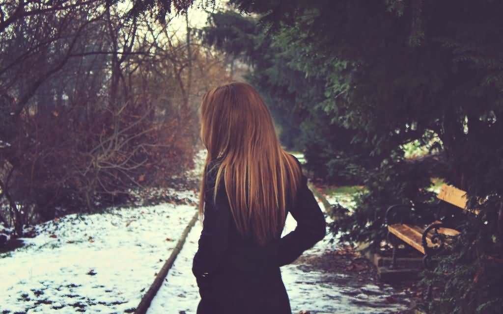 Beautiful-Winter-Feeling-Lonely-Girl-Picture
