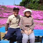 Он посадил тысячи цветов для слепой жены! (+ фото и видео)