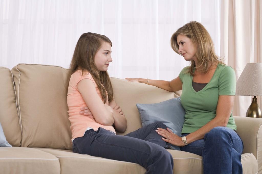 Дочку ублажать видео её мать заставила