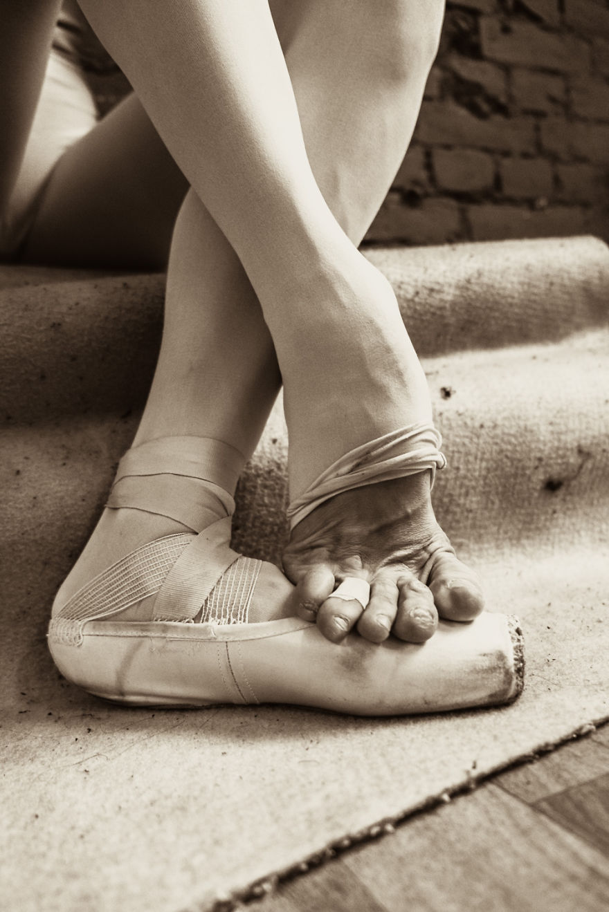Russian-Ballet-photographer-Darian-Volkova-shares-behind-the-stage-life-of-dancers1__880