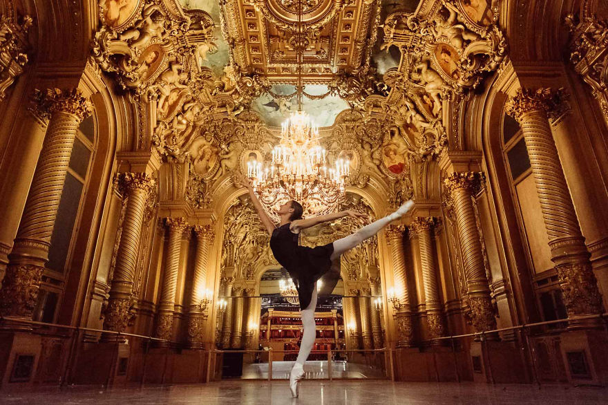 russian-ballet-photographer-darian-volkova-shows-behind-the-stage-life-of-dancers__880