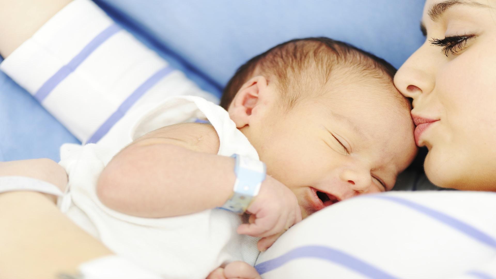 Фото родившегося ребенка и мамы