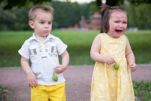 Детские истерики: как реагировать родителям
