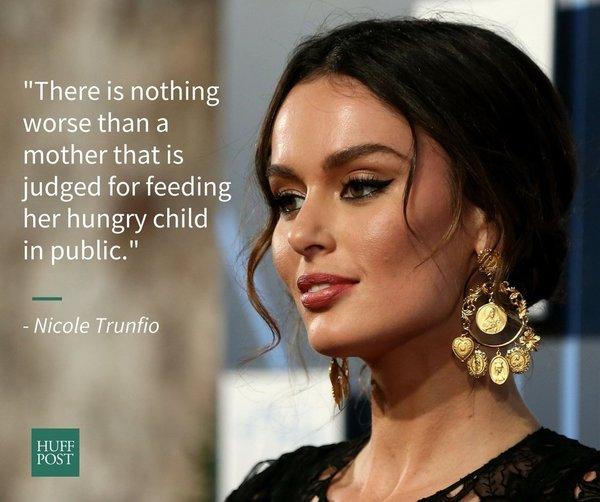 Эти звездные мамы кормят детей грудью в общественных местах