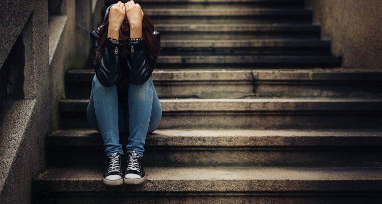 Родители и учителя должны знать: 6 мифов о суициде