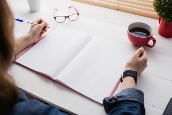 Тонким перышком: о пользе письма от руки