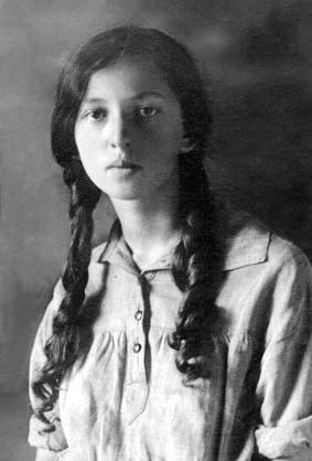 Нора Галь в 1927 г.
