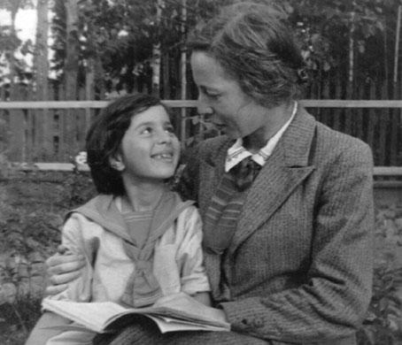 С дочерью Эдвардой Кузьминой. 29 августа 1945 г.