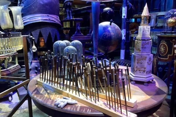 Волшебные палочки в специальной стойке