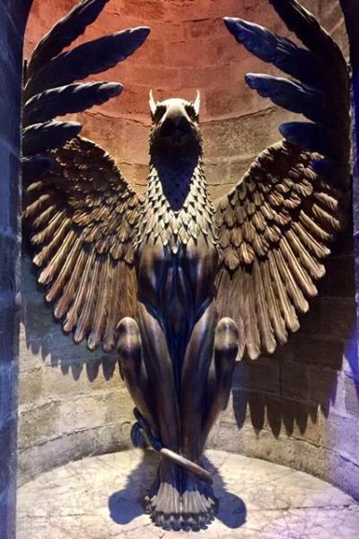 Грифон, охраняющий вход в кабинет Дамблдора
