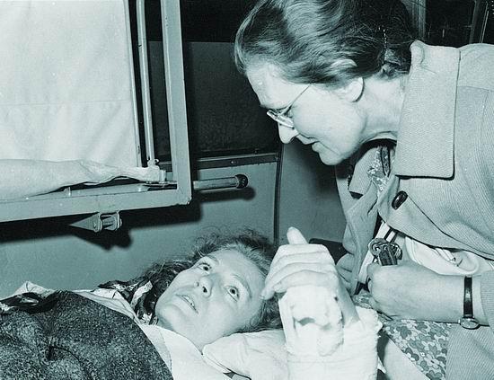 Анна с мамой после аварии