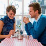 Кто платит на первом свидании — он, она или оба?