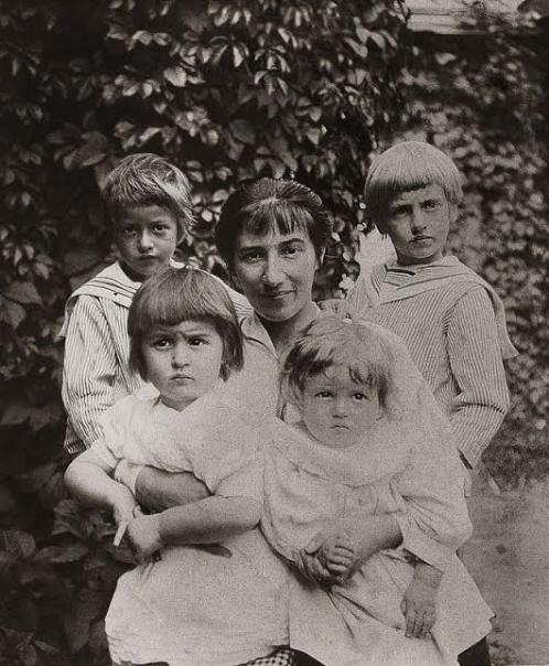 Зинаида Серебрякова с детьми