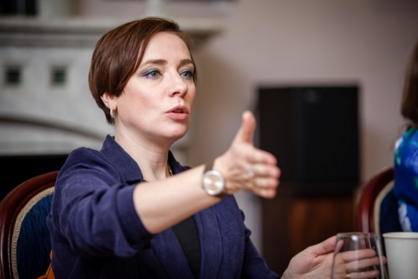 Тутта Ларсен: Если мужчина зарабатывает меньше женщины, он не перестает от этого быть мужчиной