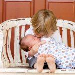 В семье новый малыш: как помочь старшим адаптироваться?