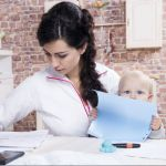 Декрет или работа: дилемма современной мамы