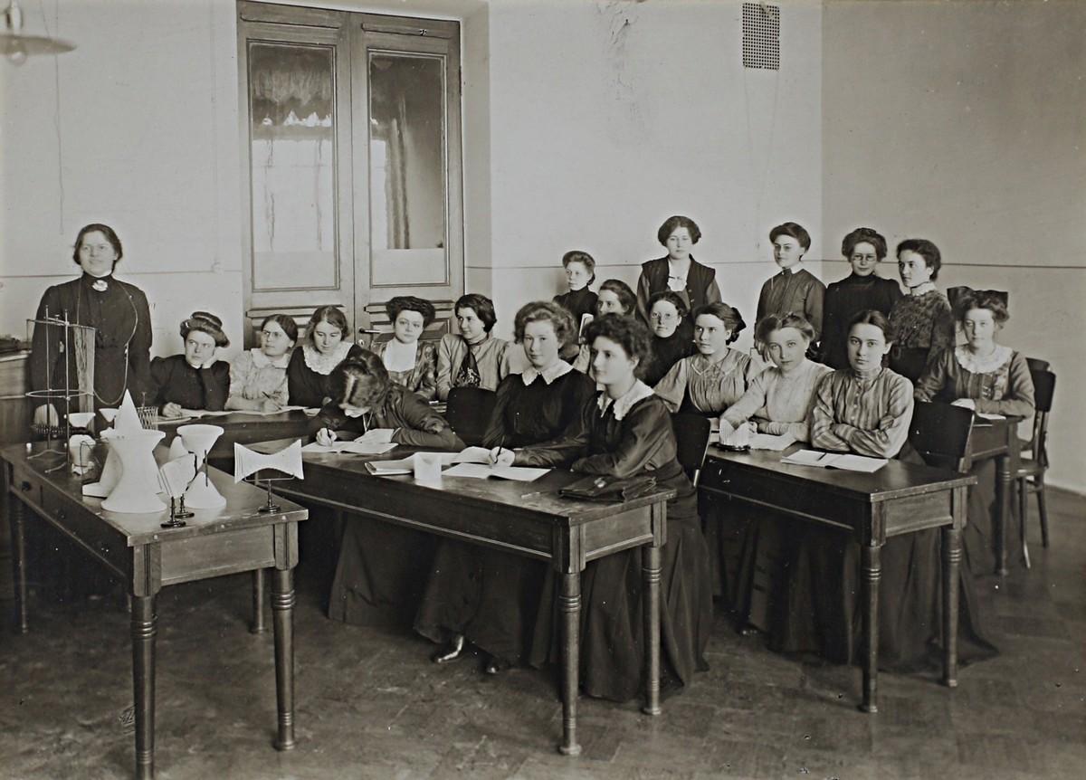 Бестужевки»: с чего началось высшее образование для женщин в России