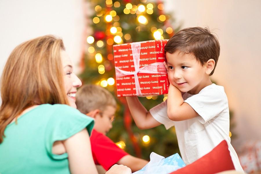Почему моему ребенку не дарят подарки 819