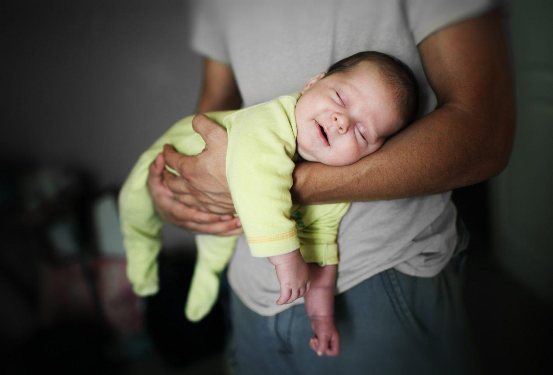 Приучать ли ребенка ко сну, оставляя его одного