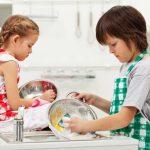 Что мешает нам растить детей помощниками: самые частые ошибки