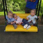 Приключения мамы тройни на детской площадке