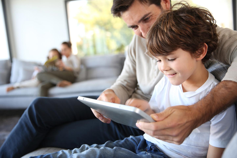 Ребенок увлечен видеоиграми и соцсетями: как обратить это на пользу