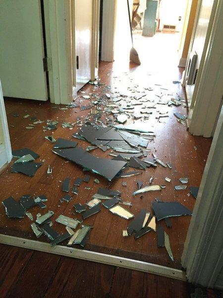 Разбитое зеркало, неразбитые отношения