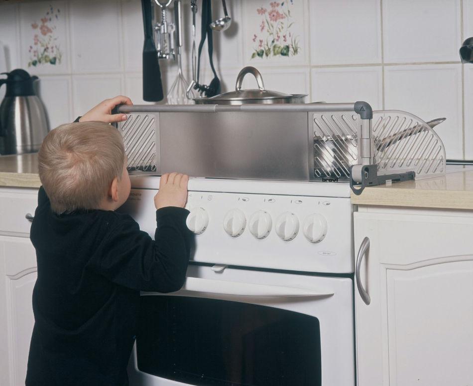 Как оставить ребенка дома одного: без страхов и травм