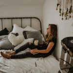 Одна дома. 10 способов не впасть в уныние в самоизоляции