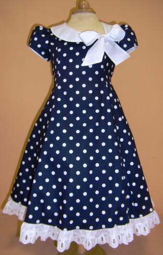 В статье «Шьем легкое платье из ситца» я начала описывать процесс пошива ситцевого платья, а сейчас продолжим