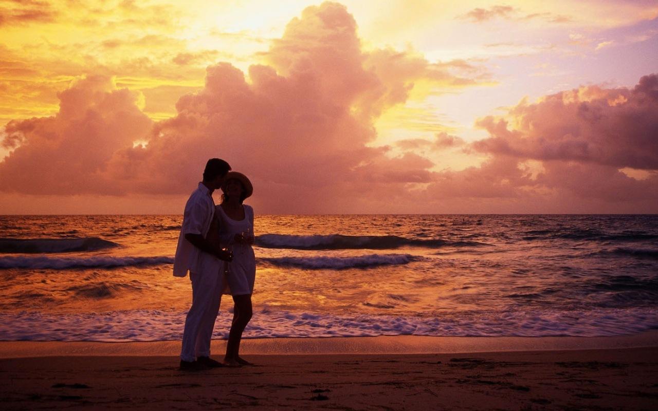 Love couple On Beach Wallpaper : ? ???? ?? ??????? ???????.RU