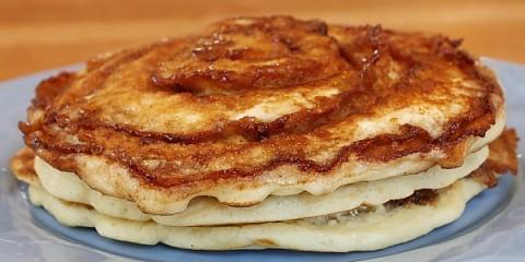 Cinnamon-Roll-Pancakes-4