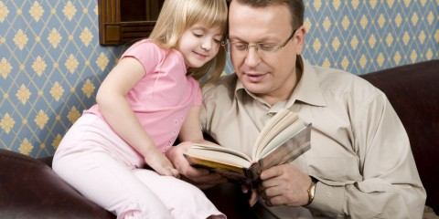 Father_And_Daughter_Are_Reading_web-no-wm